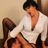 Angie Noir spreads stocking clad legs for pussy licking from sissy