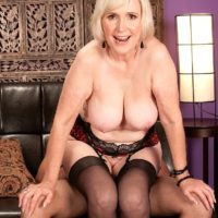Busty mature pornstar Lola Lee giving blowjob in stockings and lingerie
