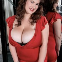 Curvy babe Jennica Lynn unleashing massive all natural breasts form brassiere