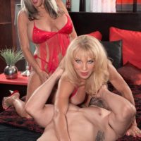 Mature blondes Sally D'Angelo and Cara Reid giving double blowjob during 3some