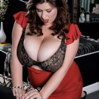 Curvy babe Jennica Lynn unleashing massive all natural breasts from brassiere