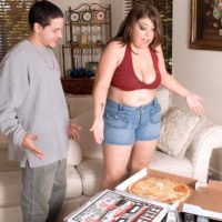 Fat chick Lola Lush letting her big tits free while eating pizza and giving blowjob
