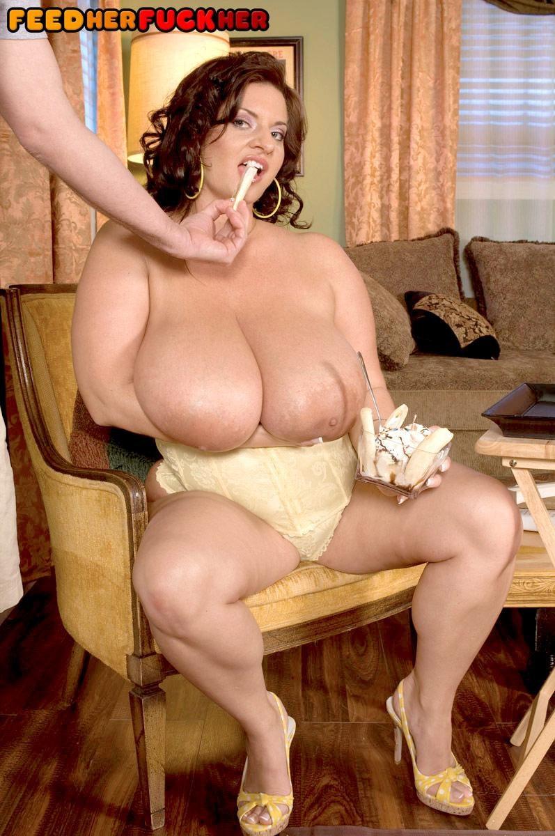Curvy female Maria Moore flaunting massive tits while eating food and giving BJ