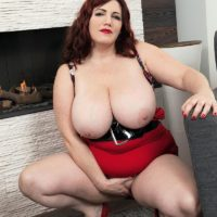 BBW Roxee Robinson releases her monster boobs from her dress and brassiere