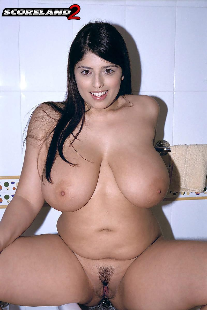 Brunette plumper Kerry Marie flaunts her big natural tits atop the toilet in bathroom