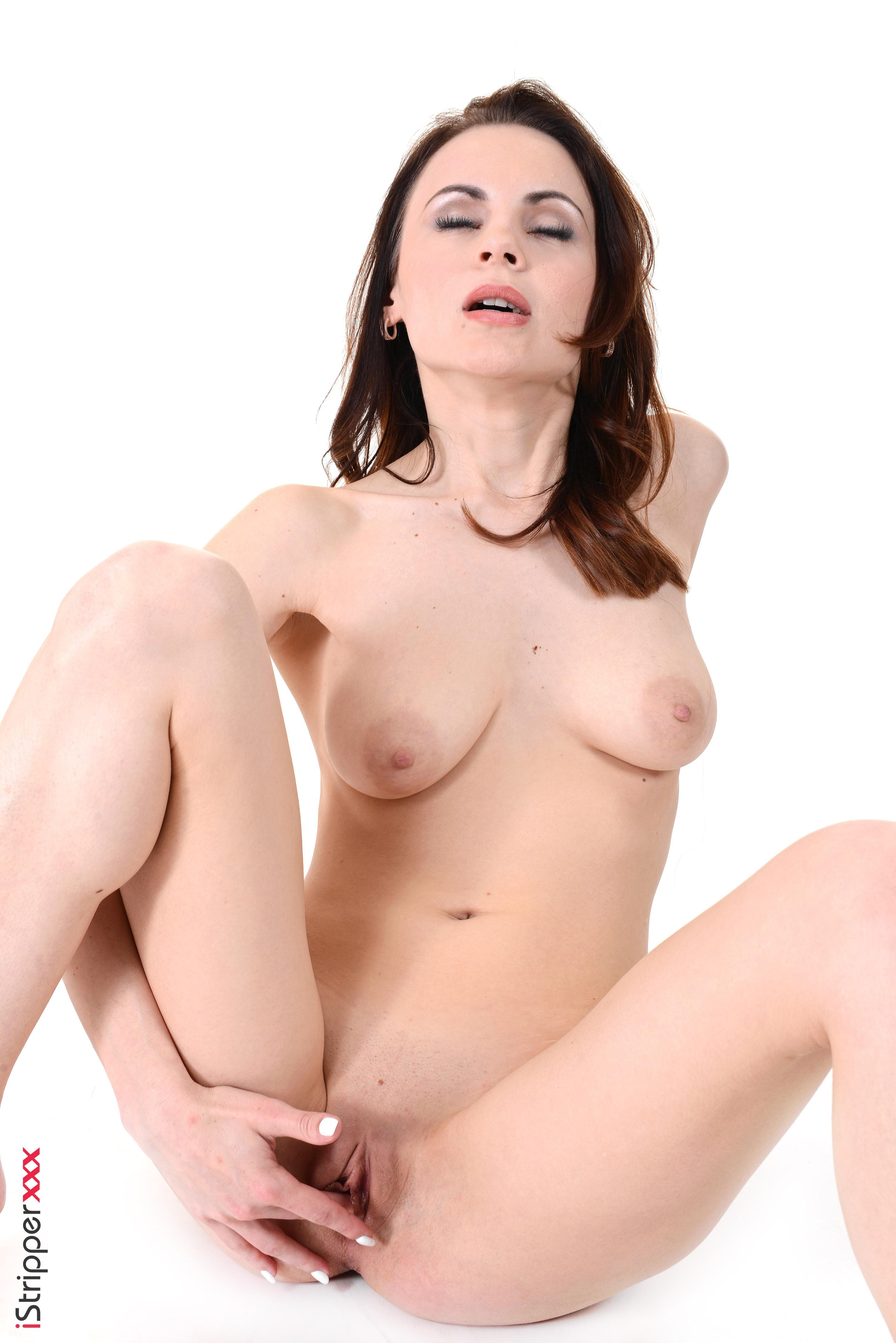 Natural redhead Victoria Travel masturbates with a sex toy after stripping naked