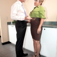 Pantyhose clad mature office worker Luna Azul baring big tits before giving BJ
