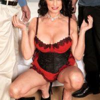 Leggy mature pornstar Rita Daniels giving two cocks blowjobs in MMF threesome