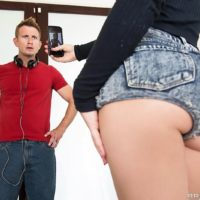 Blonde MILF pornstar Dakota Skye loosing nice ass from shorts for rough ass fucking