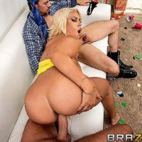Latina pornstar Bridgette B sucking 2 big cocks before hardcore DP and cumshot