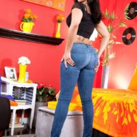 Tattooed Latina Mary Jean freeing big booty from denim jeans and black panties