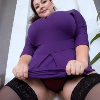 Brunette BBW Mariya Mills letting huge floppy tits free from dress and bra in nylons