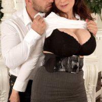 Brunette cougar Michaela O'Brilliant having huge boobs exposed before giving BJ