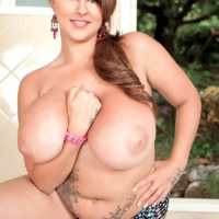 Chunky MILF model Terri Jane letting massive tits fall loose from bra outdoors in heels