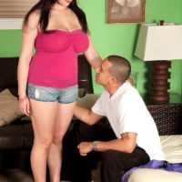 Brunette MILF Beverly Paige unveiling nice melons for her personal trainer