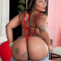 Black MILF Diamond Monroe exposes her tattooed adorned big booty