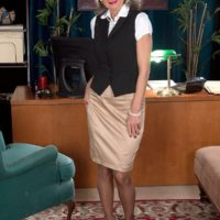 Mature office worker Cheyanne seduces the janitor in a skirt and glasses