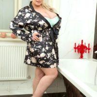 Blonde BBW Samantha Sanders unveils her massive boobs as she readies for a bath