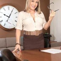 Over 60 schoolteacher Luna Azul seduces a male student in her office