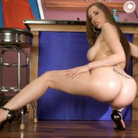 White MILF Kelly Divine twerks her bubble butt prior to toying her horny vagina
