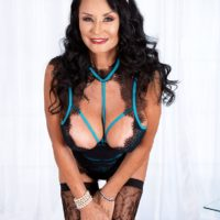 Granny pornstar Rita Daniels bares her huge tits before sucking and jerking a dildo