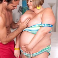 Fat woman Kendra Grace finger spreads her pussy before her man licks her nipples
