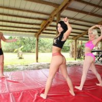 Athletic babes Stevie and Shae face sit a guy while stretching out in workout attire