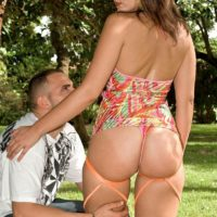 Sexy chick Elizabeth James seduces a man by flaunting her phat ass in swimsuit
