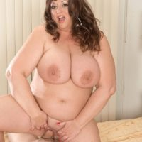 Overweight beauty Jennifer takes a cumshot on her large tits while eating food
