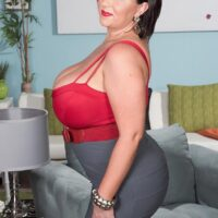 Curvaceous brunette MILF Paige Turner unleashing huge all natural titties from bra